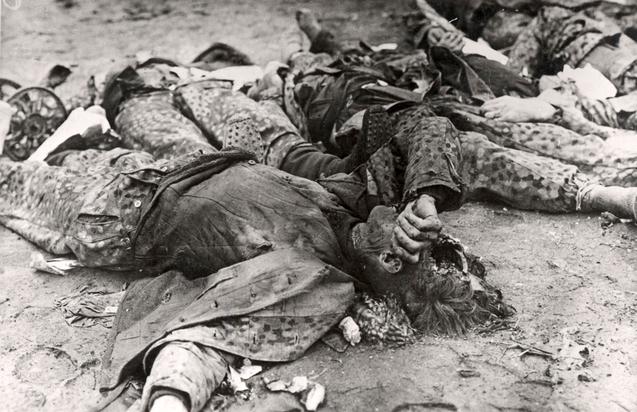dead-SS-guard-with-broken-skull-Dachau